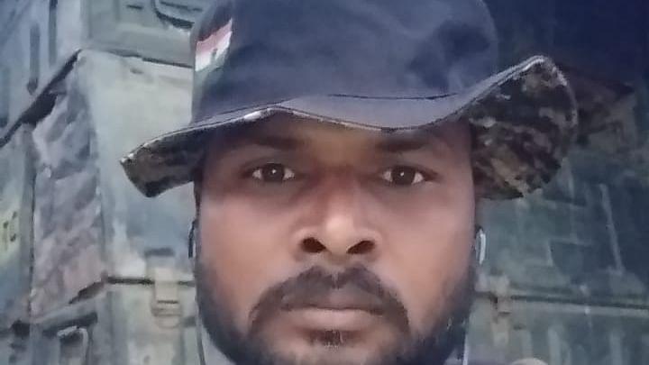 ராணுவ வீரர் மதியழகன்