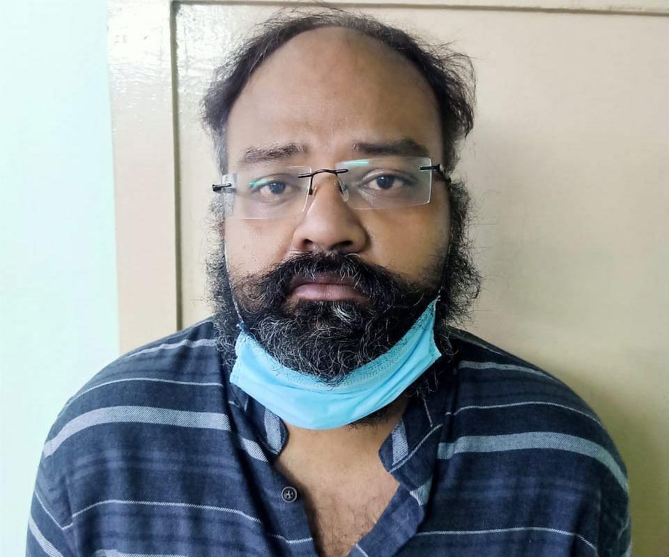 தந்தை சந்தோஷ் பிரேம்குமார்