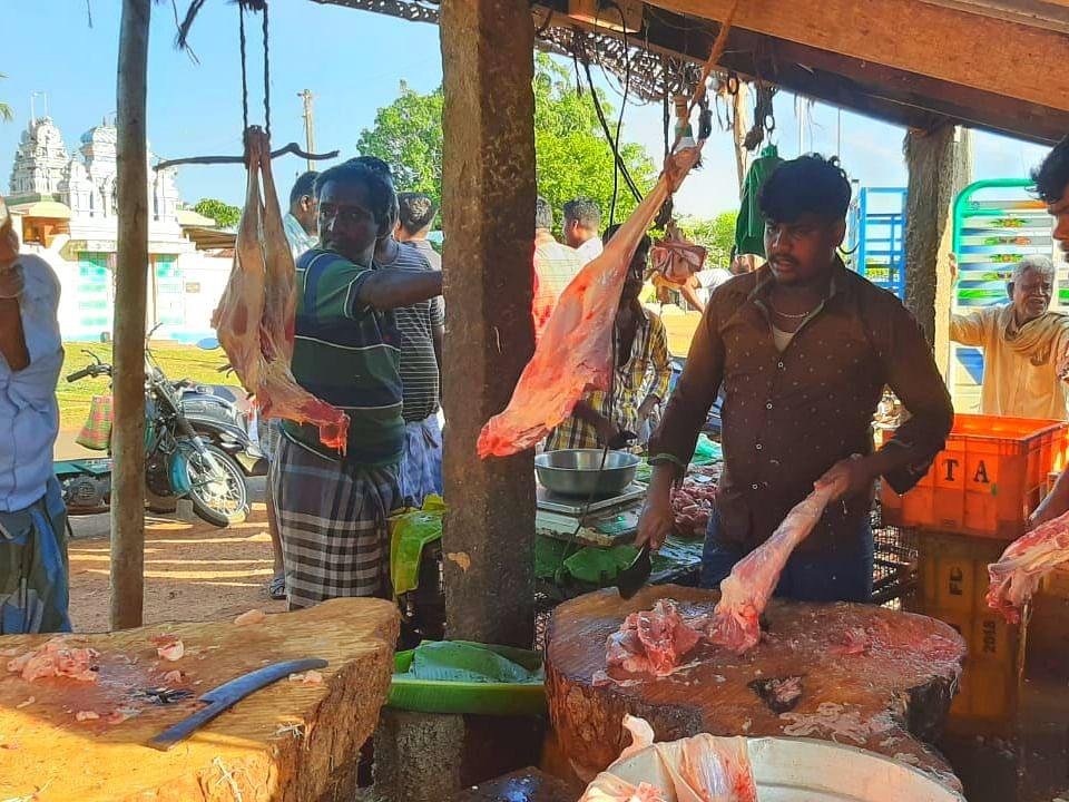 1 கிலோ ஆட்டுக்கறி 360 ரூபாய்...  காரணம் ஊர்க்கட்டுப்பாடு... அசத்தும் பனங்குடி!
