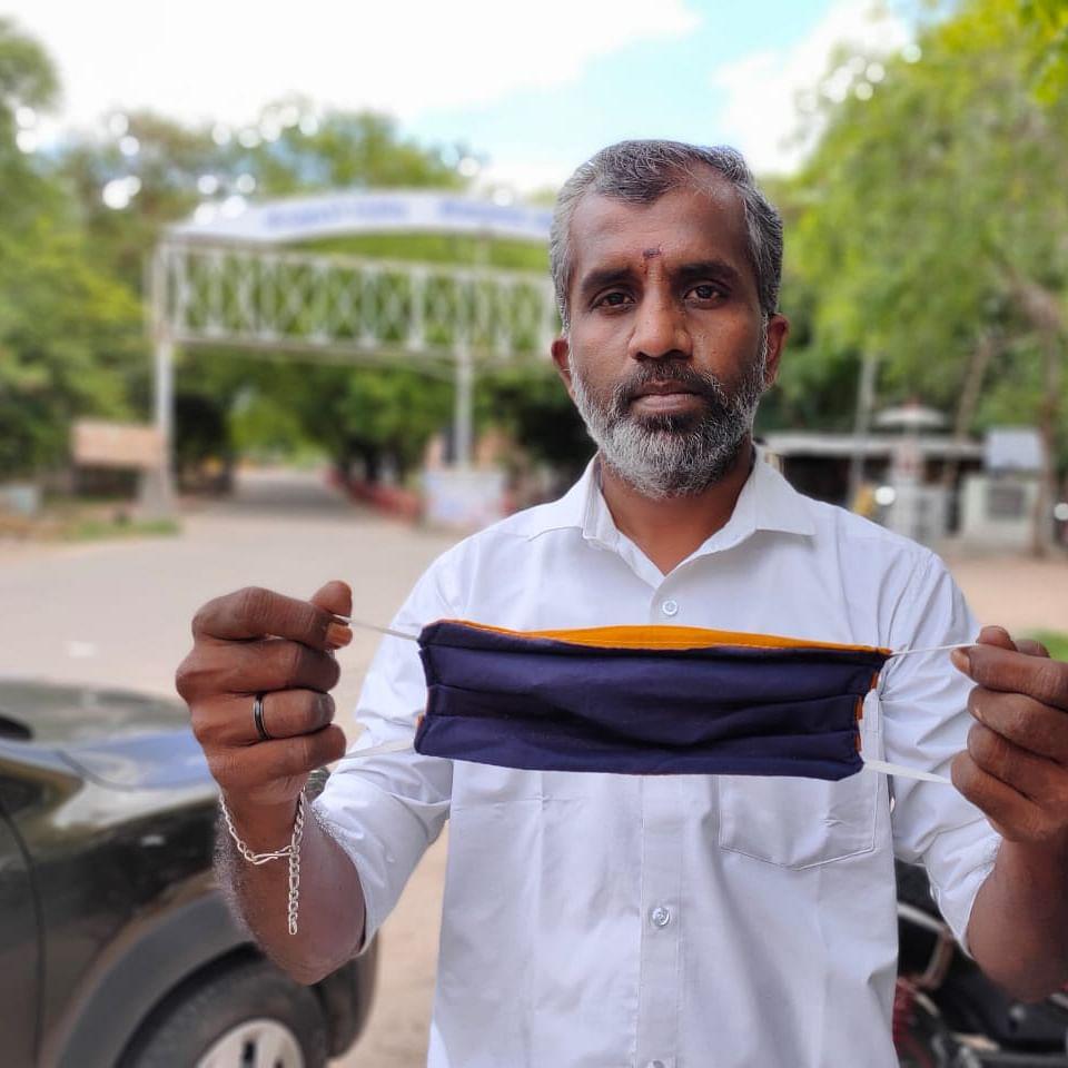 வெட்டிவேர் மாஸ்க்குடன் நாகராஜன்