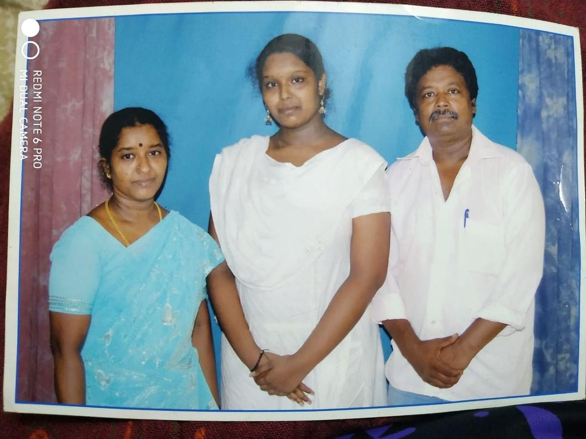 குடும்பத்துடன் ஆர்த்தி