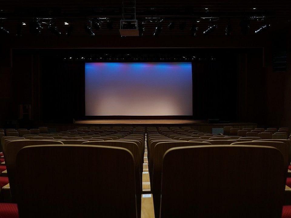 திரையரங்குகளில் 100% இருக்கைகளுக்குத் தமிழக அரசு அனுமதி - மக்கள் கருத்து என்ன? #VikatanPollResults