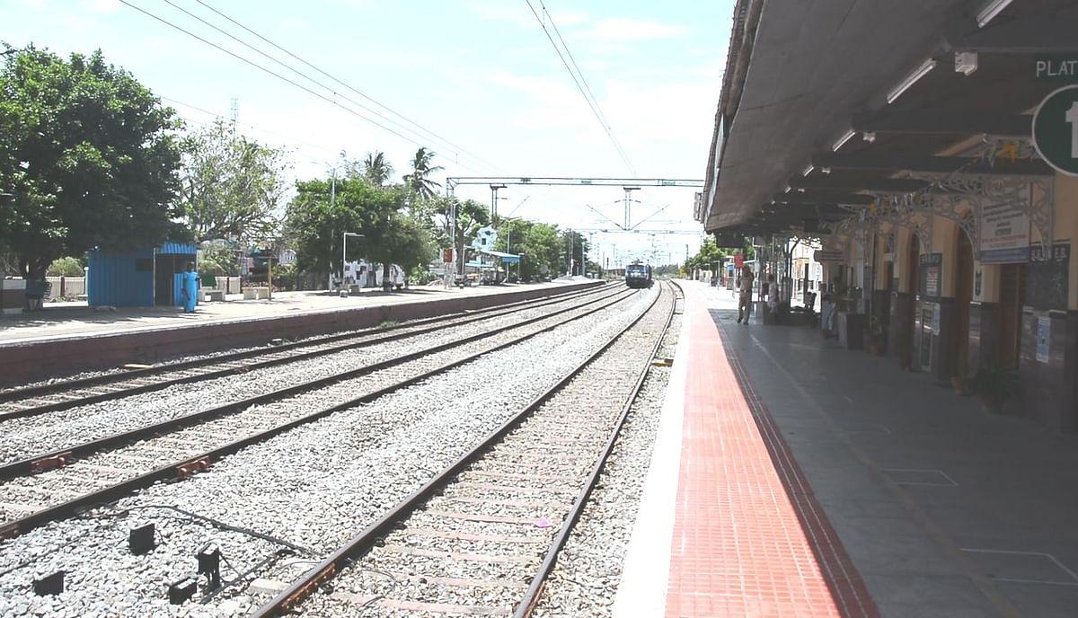 வாலாஜாபேட்டை ரோடு ரயில் நிலையம்