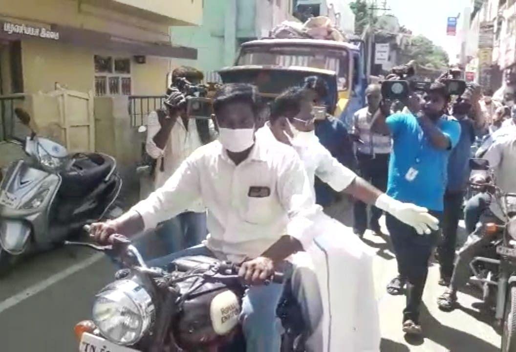டூவீலரில் செல்லூர் ராஜு