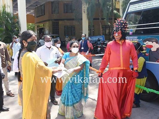 `10 நாள்கள்... 120 கிராமங்கள்' - கலைக்குழுவினரின் வித்தியாசமான கொரோனா விழிப்புணர்வு