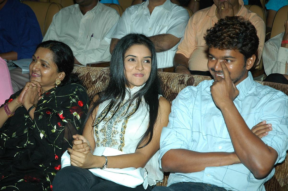 Vijay, Asin