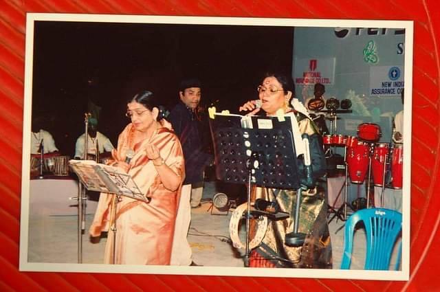 பி.சுசீலா - உஷா உதூப்