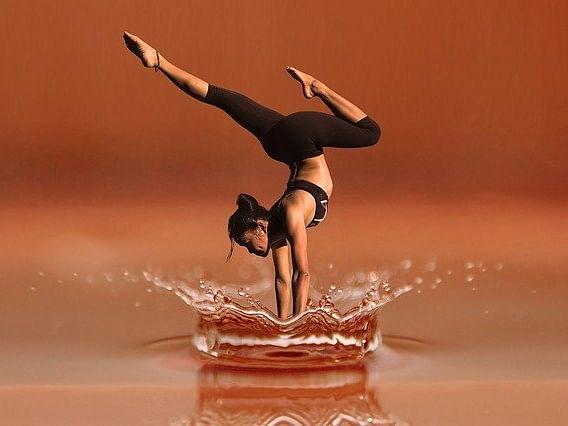 வீட்டில் குடும்பத்தினருடன் செய்ய எளிய யோகப்பயிற்சிகள்! #YogaDay