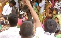 சென்னை:`கொரோனா பரவினால் வழக்கு' -அதிகாரிகளுக்கு அதிர்ச்சி கொடுத்த ரகசியத் திருமணம்