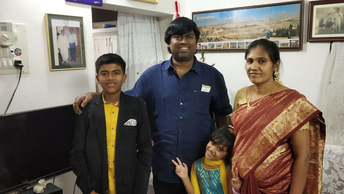 குடும்பத்துடன் ஜார்ஜ் விஜய்