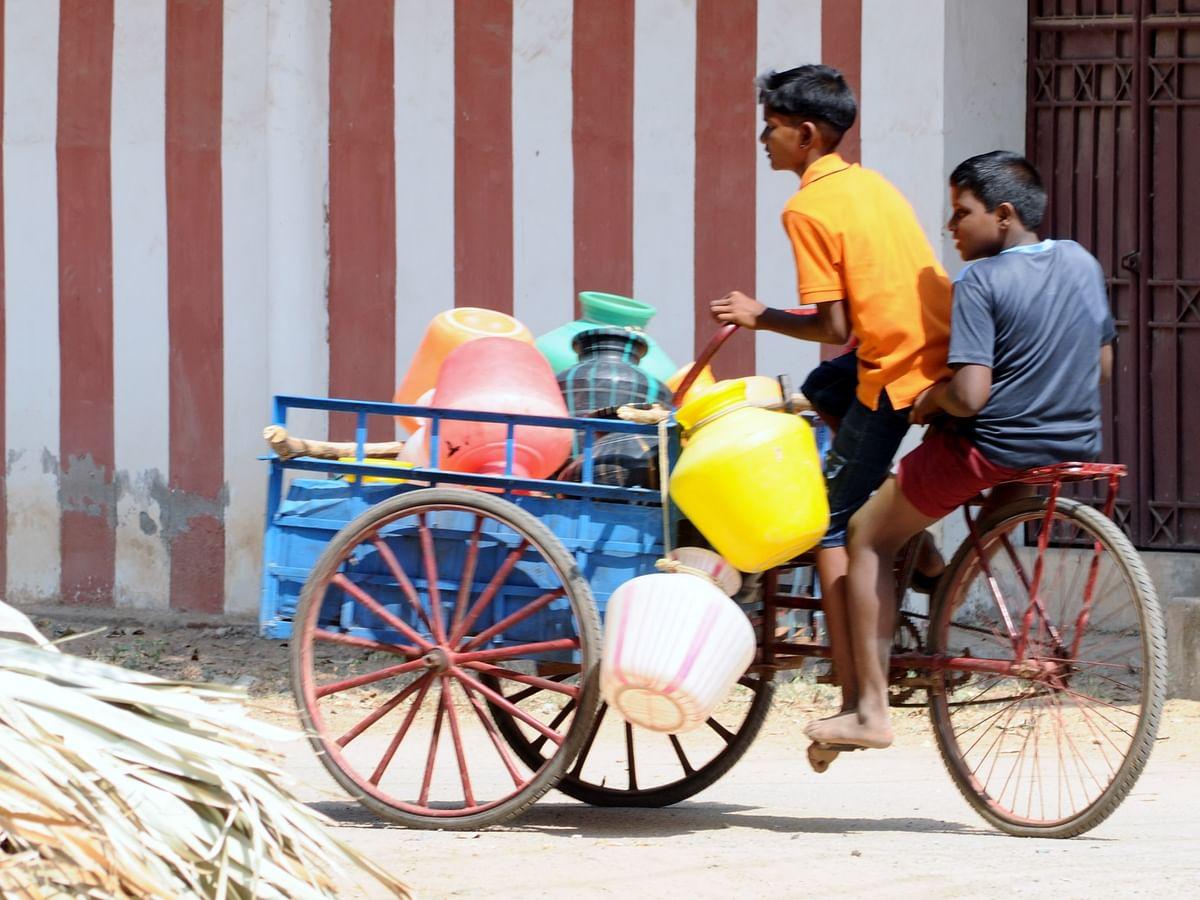`அரை வாளி தண்ணியில எப்படிப்பா குளிக்குறீங்க?' -காலம் உணர்த்திய பாடம் #MyVikatan