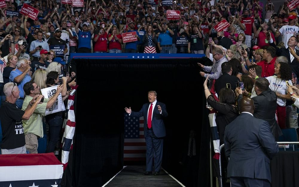 Trump:`குங் ஃப்ளூ.. குறைக்கப்படும் பரிசோதனைகள்?!' - ட்ரம்ப் பிரசாரக் கூட்ட சர்ச்சை
