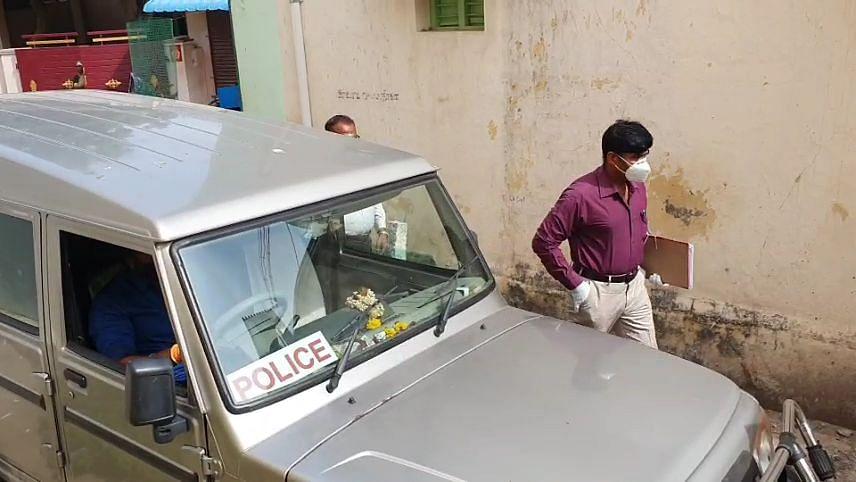 டி.எஸ்.பி  அனில்குமார்