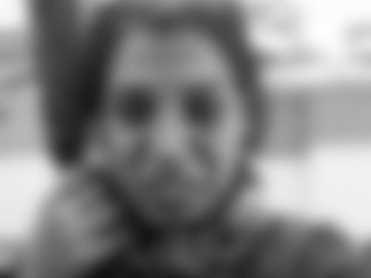 `அப்பாவுக்கு பக்கத்திலேயே என்னை புதைச்சிருங்க!' - கடலூரை உலுக்கிய இளம்பெண்ணின் மரணம்