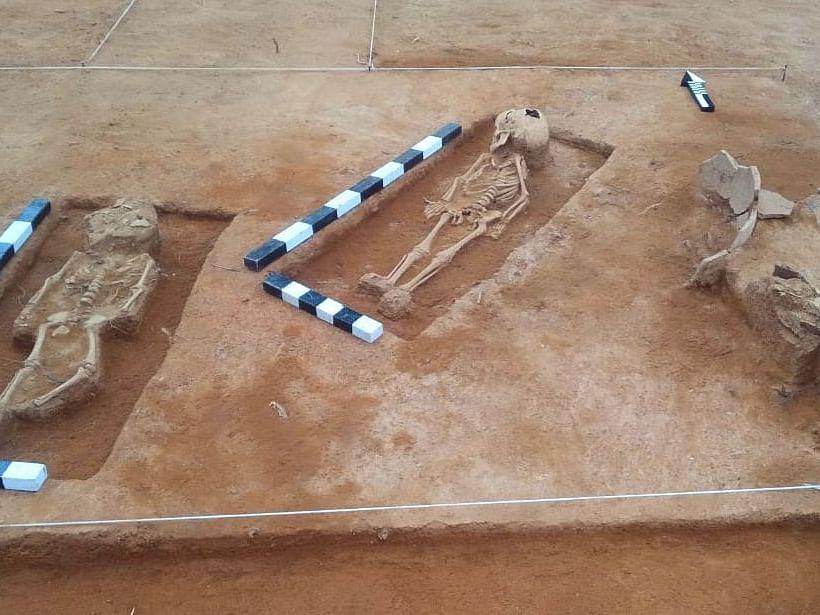 கீழடி: கொந்தகையில் அருகருகே தென்பட்ட இரு எலும்புக்கூடுகள்!