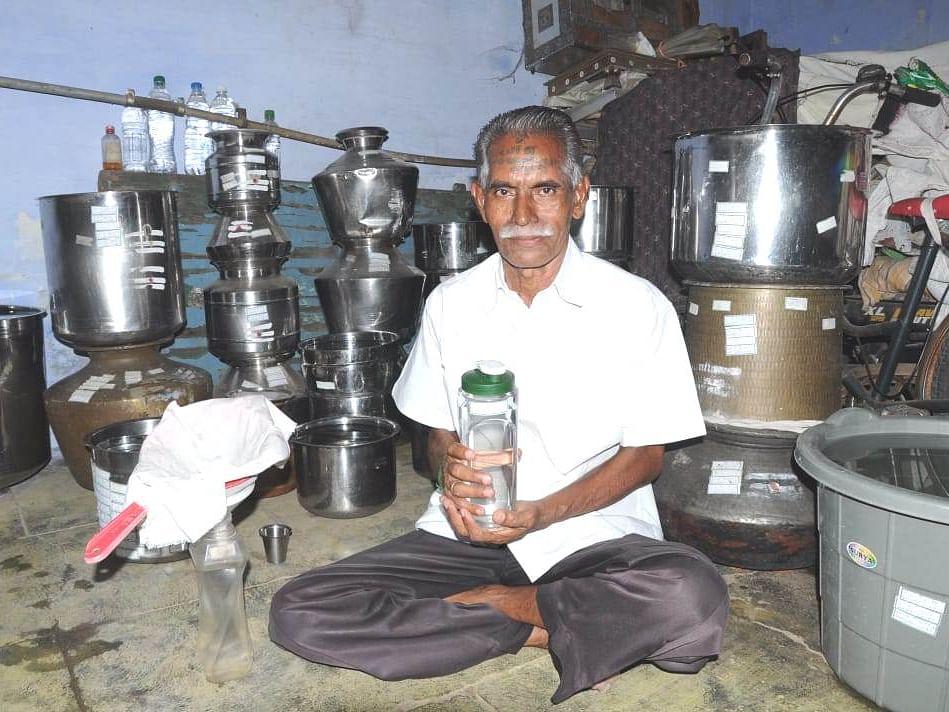 `சாகுற வரைக்கும் மழைத்தண்ணி மட்டும்தான்!' -ஈரோட்டில் ஒரு வைராக்கிய மனிதர்