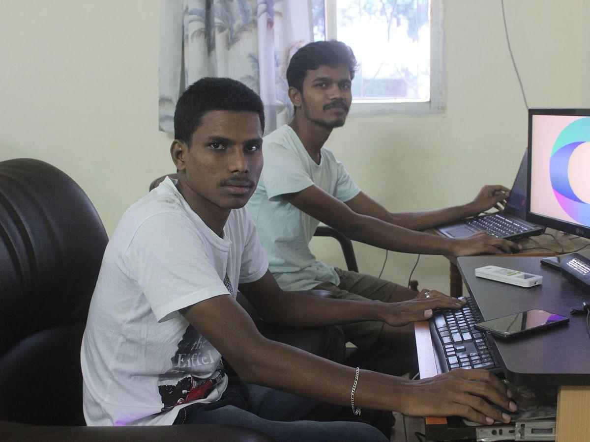 கரூர்: டிக்டாக், ஃபேஸ்புக்குக்கு மாற்றாகப் புதிய செயலிகள்! - 10 இளைஞர்களின் புதிய முயற்சி