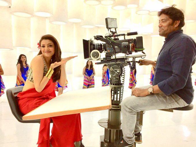 `கைதி நம்பர் 150' படப்பிடிப்பில் காஜல் அகர்வாலுடன் ஒளிப்பதிவாளர் ரத்னவேலு