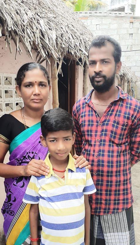 தந்தை ராஜ்குமார் குடும்பத்துடன்