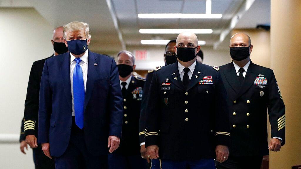 Donald Trump wears a face mask