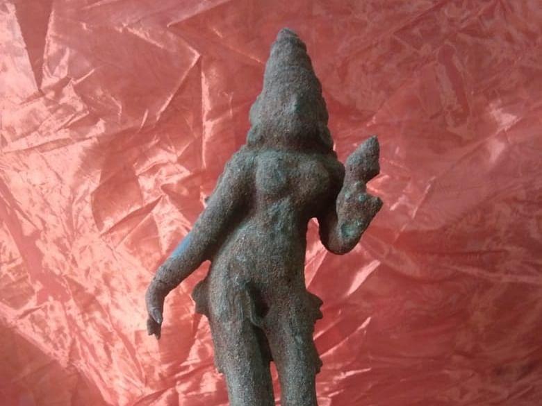 சீர்காழி: `நந்தவனம் சீரமைக்கும் பணி' -கண்டெடுக்கப்பட்ட ஐம்பொன் ஸ்ரீதேவி சிலை