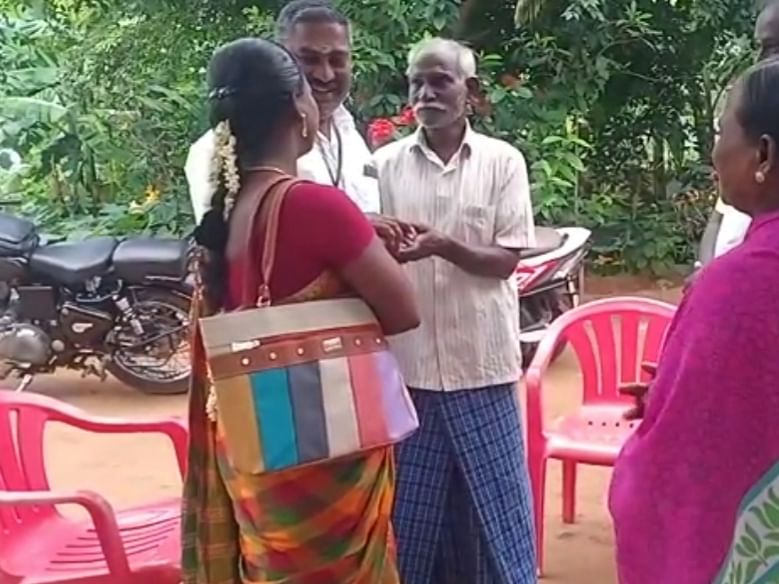புதுக்கோட்டை: `அப்பா இல்லாம நாங்க பட்ட கஷ்டம்..!' - ஃபேஸ்புக் பதிவால் இணைந்த குடும்பம்