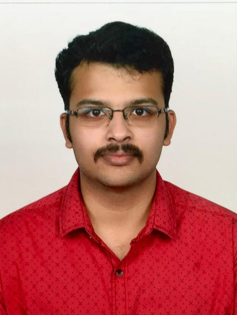 பச்சிளம் குழந்தைகள் மருத்துவர் S. ராதாகிருஷ்ணன்.