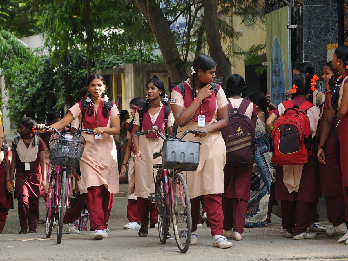 `பள்ளிகள் 100% கட்டணம் வசூலிக்கின்றனவா? நீங்கள் செய்யவேண்டியது இதுதான்!' - நீலகிரி மாவட்ட ஆட்சியர்