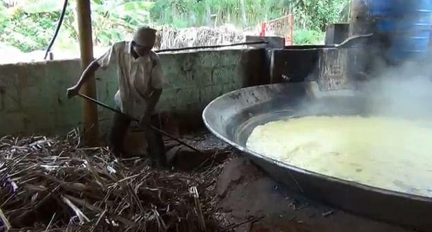 வெல்லம் காய்ச்சும் பணி