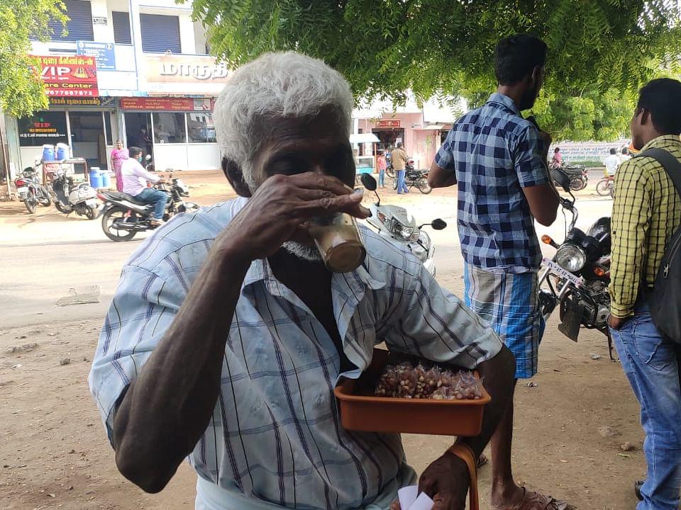 டீ குடிக்கும் சுந்தர்ராஜ்
