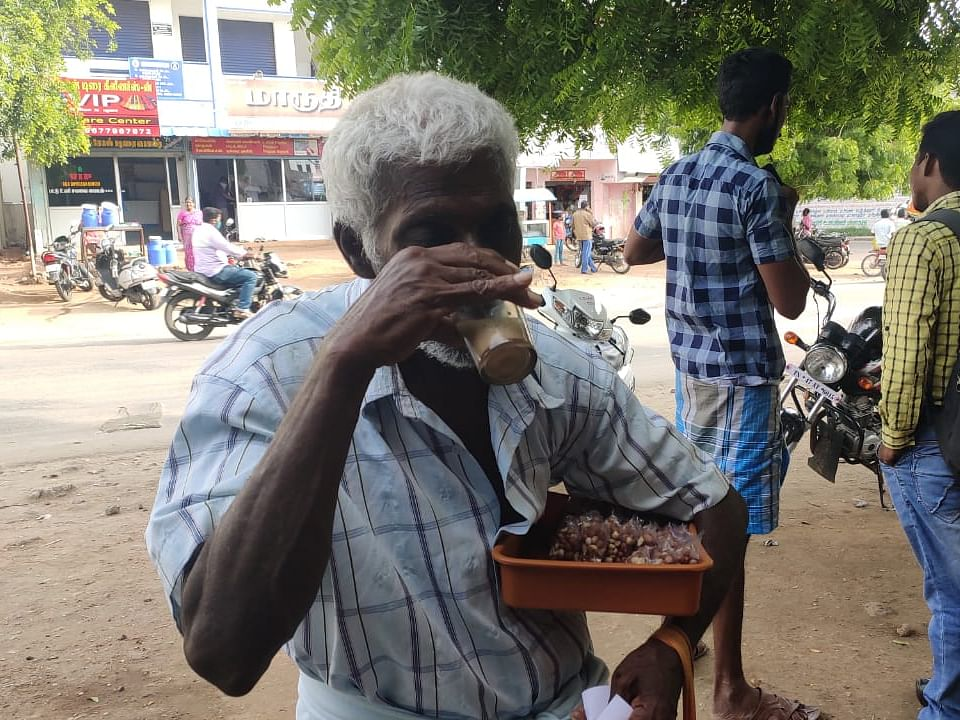 கரூர்: `இனி நல்ல சாப்பாடு சாப்பிடுவோம்!' - உதவிகளால் நெகிழும் சுந்தர்ராஜ்