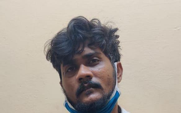 சென்னை: `அறை முழுவதும் ரத்தம்; பூட்டிய வீட்டுக்குள் பெயின்ட்டர் கொலை!' - சிக்கிய நண்பர்