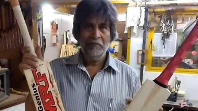 'பேட்'டுடன் அஷ்ரப் சவுத்ரி
