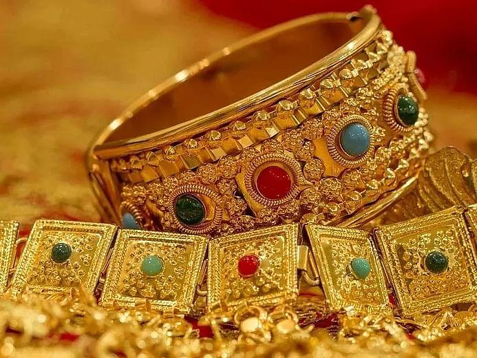 தங்கம் விலையில் ₹2,500, வெள்ளி விலையில் ₹4,000... திடீர் சரிவுக்குக் காரணம் என்ன?