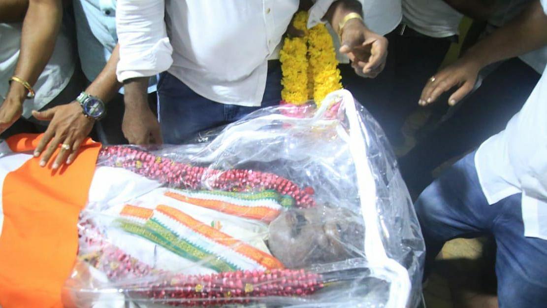 மறைந்த நாடாளுமன்ற உறுப்பினர் வசந்தகுமார் உடல்.