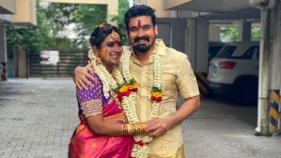 நந்தினி, கணவருடன்...