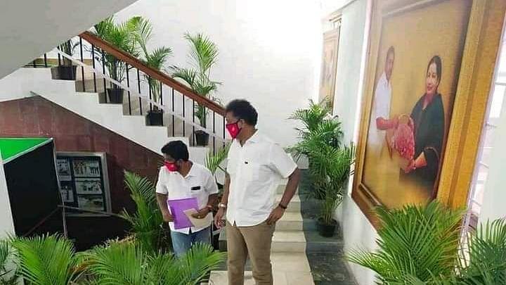 திருவாரூர் கலெக்டர் அலுவலகம் - எம்.எல்.ஏ  டி.ஆர்.பி ராஜா