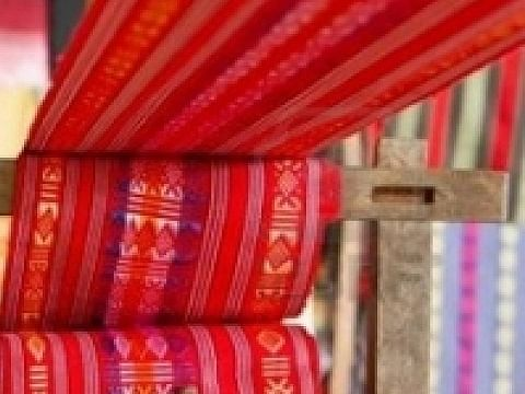 தென்காசி: `5,000 கூடங்கள்; 25,000 தொழிலாளர்கள்' - மீண்டும் இயங்கும் விசைத்தறிகளால் உற்சாகம்