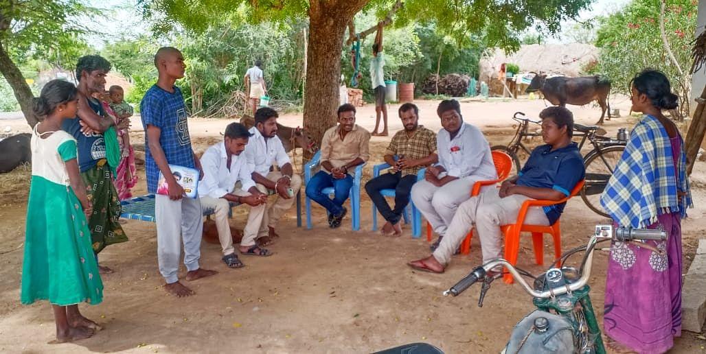 விஜய் மக்கள் இயக்கத்தினர்