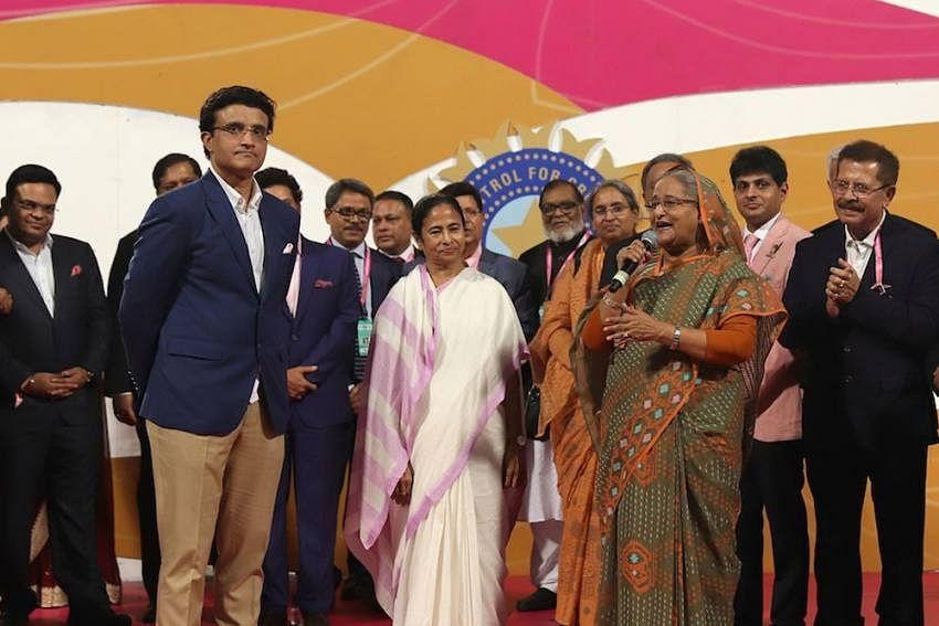 மம்தா பானர்ஜியுடன் கங்குலி
