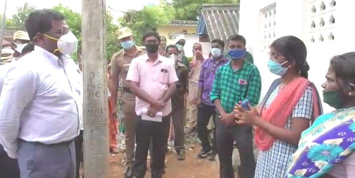 மாணவி வீட்டில் கலெக்டர் கந்தசாமி