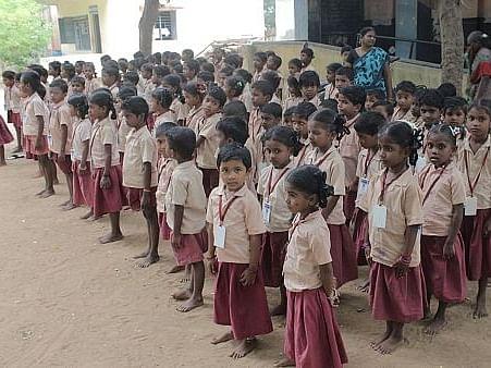 எப்படித்தான் இருக்கிறது குழந்தைகள் இல்லாத பள்ளிக்கூடம்?! - ஓர் ஏக்கப்பதிவு #MyVikatan
