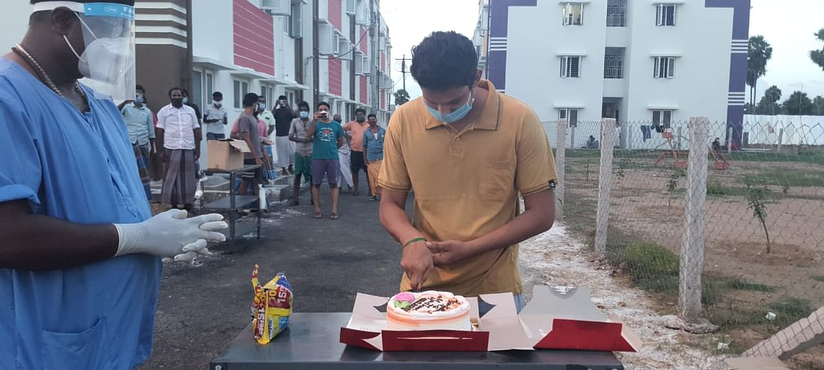 பிறந்த நாள் கேக் வெட்டும் மதன்