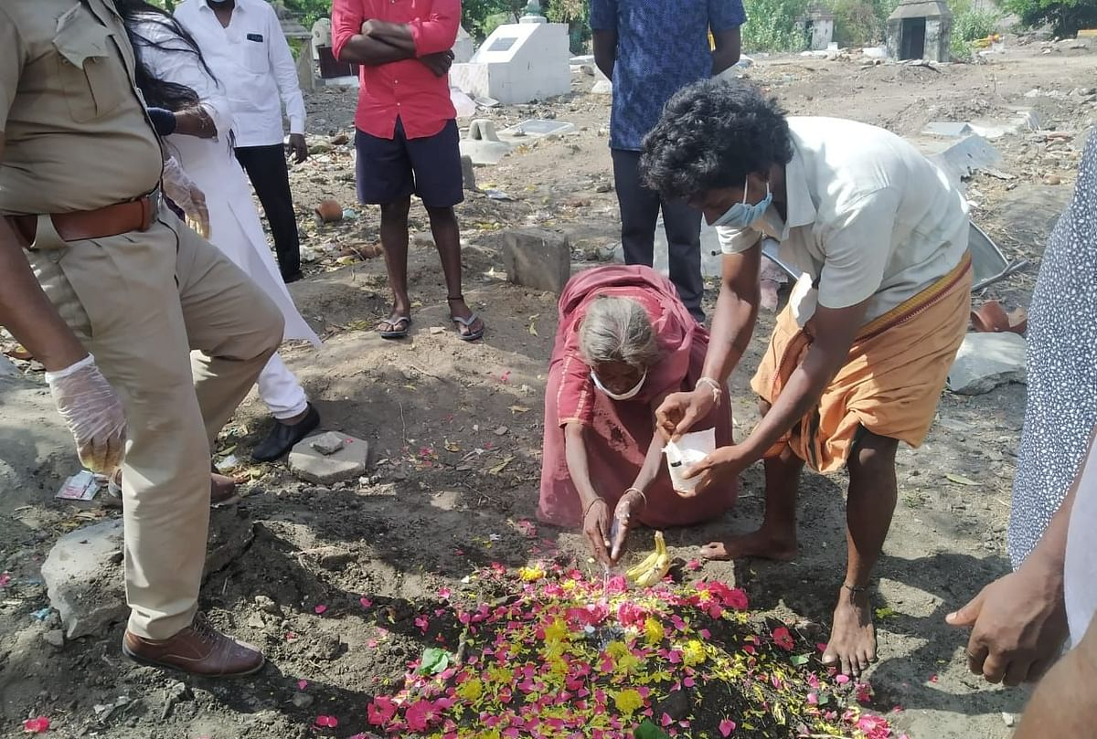 மகேஷ்வரியை அடக்கம் செய்த இடத்தில் இறுதிஅஞ்சலி