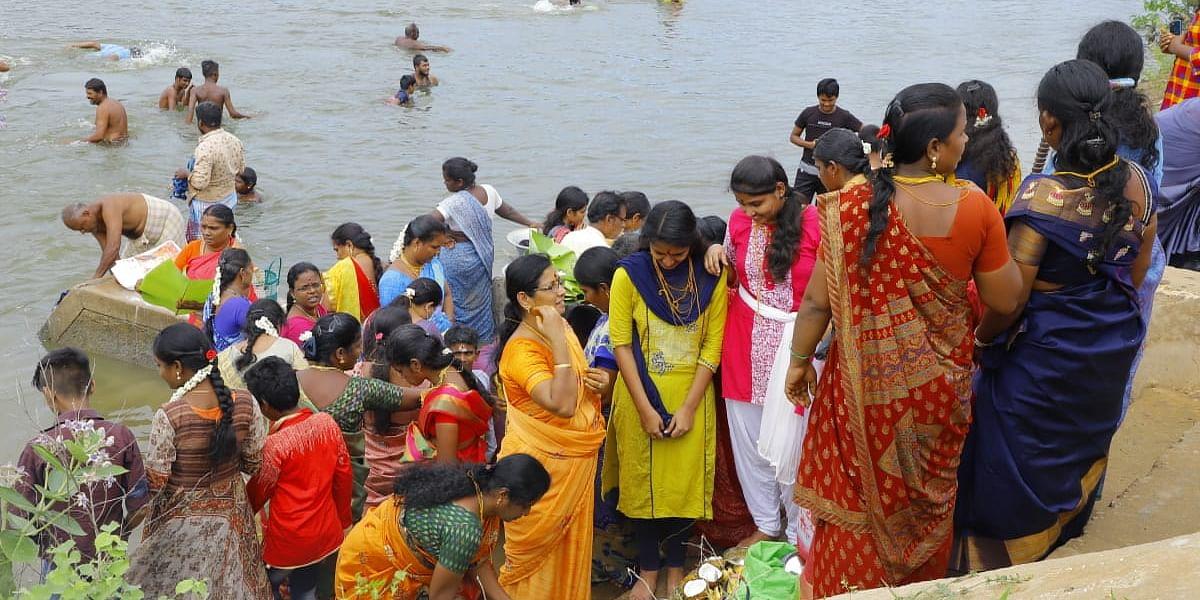 தஞ்சாவூர் சீனிவாசபுரம் புதாறு படித்துரை -ஆடிப்பெருக்கு