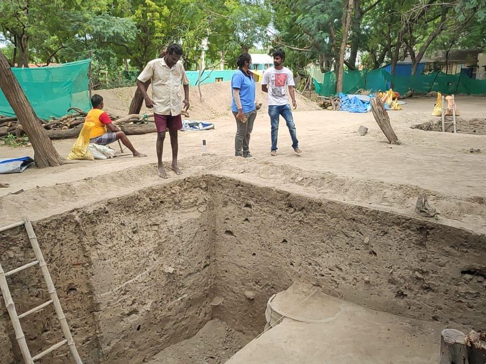 கீழடி: `6-ம் கட்டத்தில் தென்பட்ட உறை கிணறு' - அகரத்தில் ஆய்வாளர்கள் உற்சாகம்