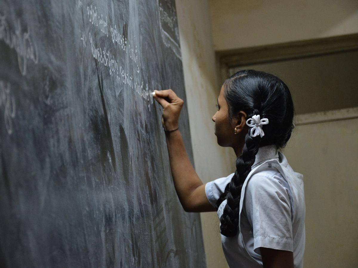 `பெண்கள் பள்ளியில் பெண் ஆசிரியர்கள் மட்டுமே என்பது தவறாகவே முடியும்!' - மனநல மருத்துவர்