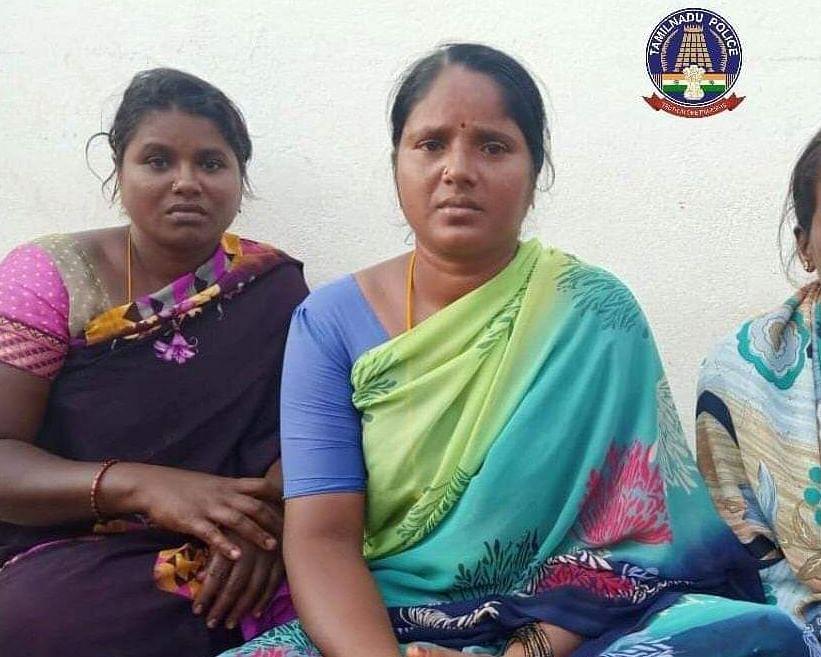 உயிருக்குப் போராடிய இளைஞர்களை மீட்ட பெண்கள்