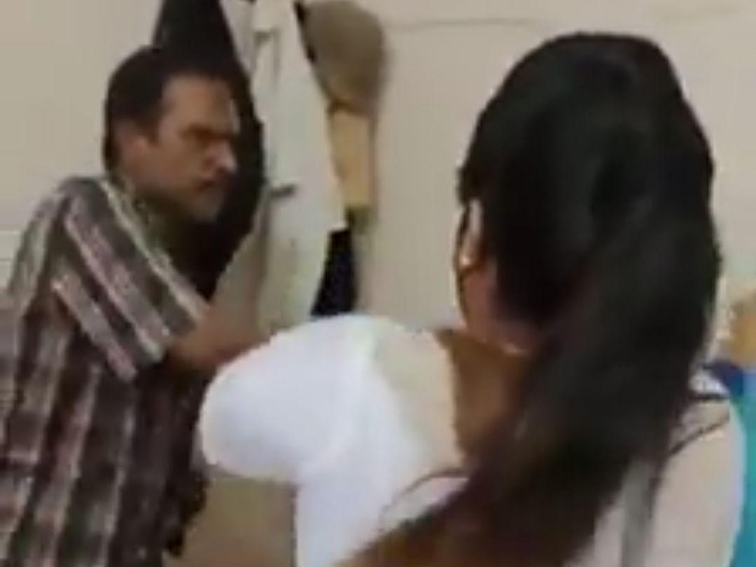 கேரளா: தரக்குறைவான வீடியோ... யூடியூப் சேனல் நிர்வாகியை வீடுபுகுந்து தாக்கிய பெண்கள்!