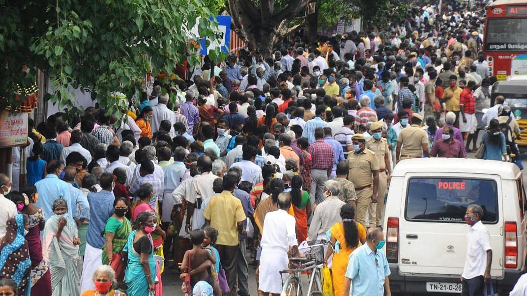 மகாளய அமாவாசை அன்று சென்னையில் கூடிய மக்கள் கூட்டம்